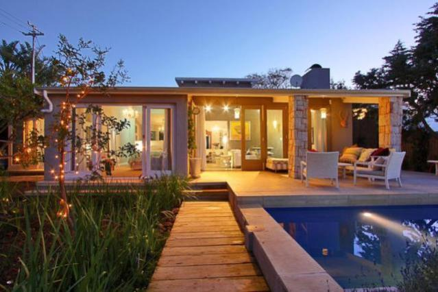 Best camps bay villas this summer camps bay news for Beach house design cape town