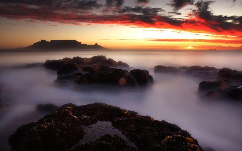 Table Mountain - villas camps bay