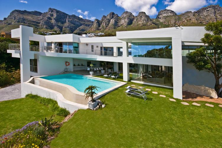Rent villas in Camps Bay - Hollywood Mansion