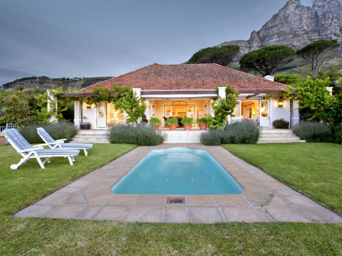 Luxury five bedroom holiday home in Cape Town - Camps Bay