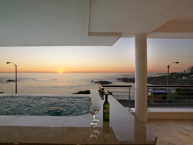 december-holiday-camps-bay-self-catering-accommodation