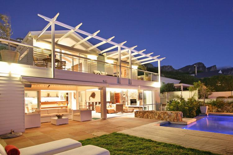 glen-beach-Christmas-holiday-accommodation-Camps-Bay-holiday-rentals-Cape-Town